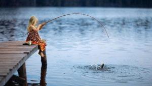Μην μου δίνεις ψάρια να τρώω, μάθε με να ψαρεύω
